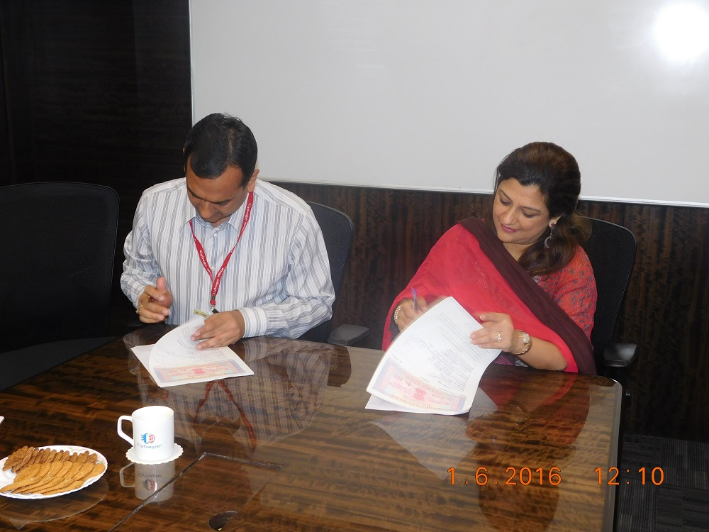 CybageKhushboo signs the MoU with VIT and VIIT
